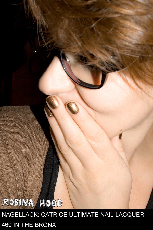 Und weil heute Robina-Nerd-Day ist, noch ein Foto mit Brille. Dr. Hood lässt grüßen. ;D