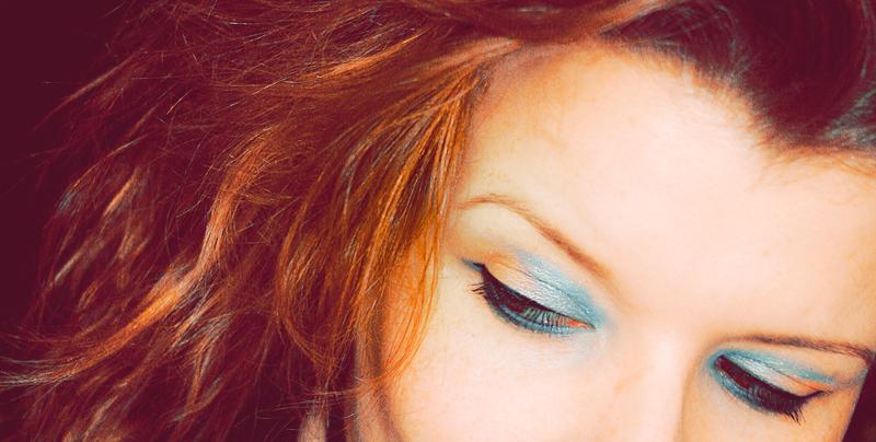 """AMU - Augenmakeup in Orange und Hellblau mit der Lidschattenpalette der limitierten """"Cruise Couture""""-Edition von CATRICE"""