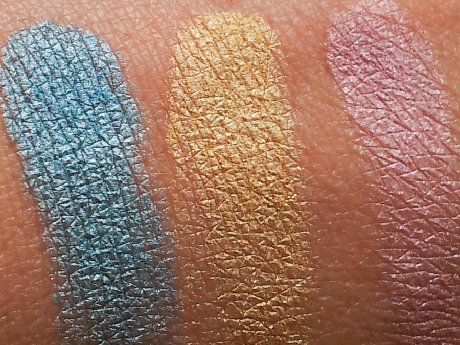 """Die Lidschatten der p2-LE """"What's up? Beach Babe"""": Lidschatten in angesagten Sommerfarben im """"Stonewashed-Look"""". Zum Highlighten oder für punktuell gezielte Farbakzente. Die Farben 010 und 020 sind vegan. Die Farbe 030 ist nicht vegan.  Erhältlich in diesen Farben: 010 Bora Bora (blau) 020 South Beach (gelb) 030 Khao Lak (rosa)"""