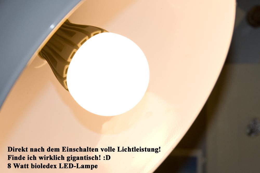 Sofort nach dem Einschalten fotografiert: BIOLEDEX BEON 8W E27 LED Birne