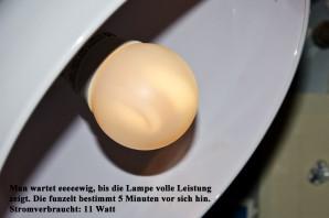Sofort nach dem Einschalten fotografiert: Schwedenhaus-11-Watt-Energiesparlampe