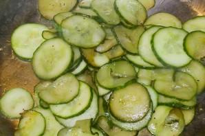 Lecker und vegetarisch: gebratene Gurken
