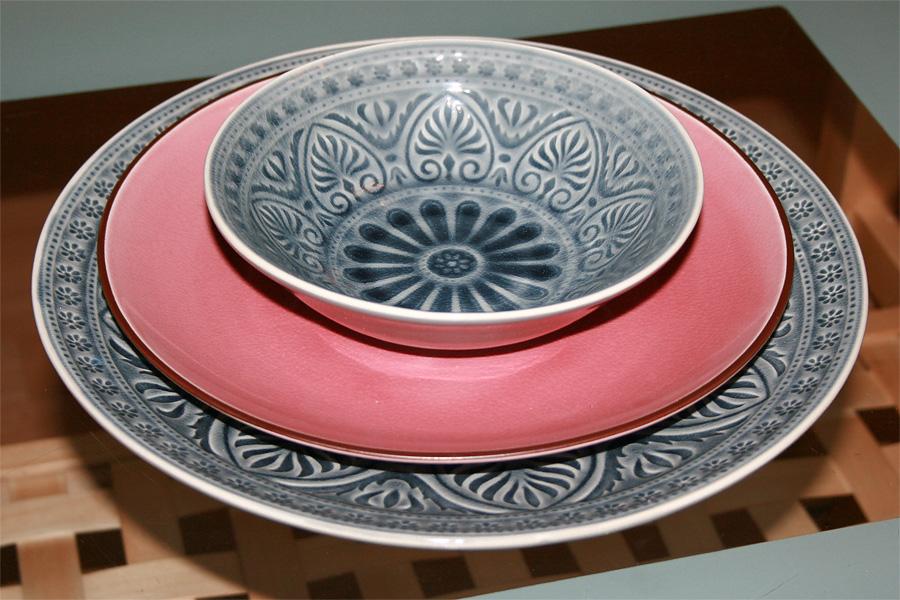 BUTLERS (gekauft im Oktober 2012): gemusterte Schale SUMATRA 18 cm für 4,99 €, SUMATRA Teller rosa 25,5 cm für 4,99 € im SALE und großer SUMATRA Teller 31 cm grau für 12,90 €