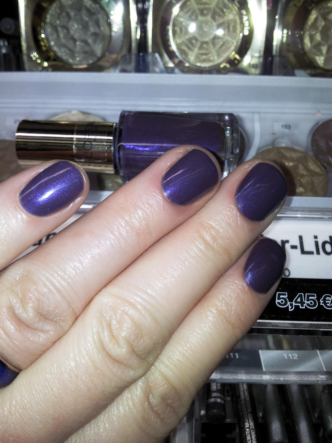 """L'Oréal Color Riche Le Vernis """"501 mauverendezvous"""": mit Blitz"""
