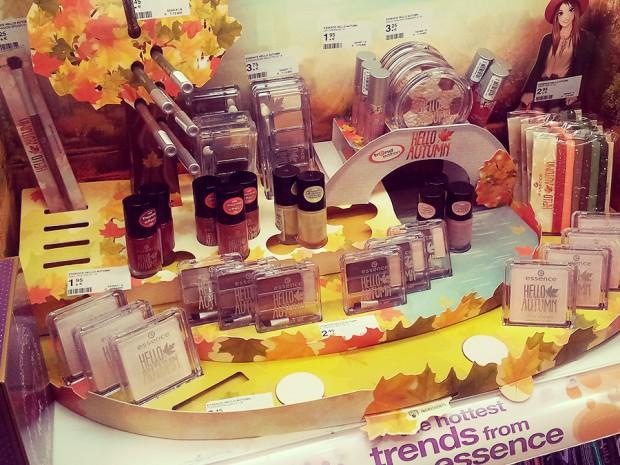 """Robina Hood - in der Centrum-Galerie Dresden (Prager Straße) gesichtet: essence Trendedition """"Hello Autumn"""" inklusive des exklusiven Goldlacks """"05 Autumn & The City"""", den es NUR bei Müller gibt"""