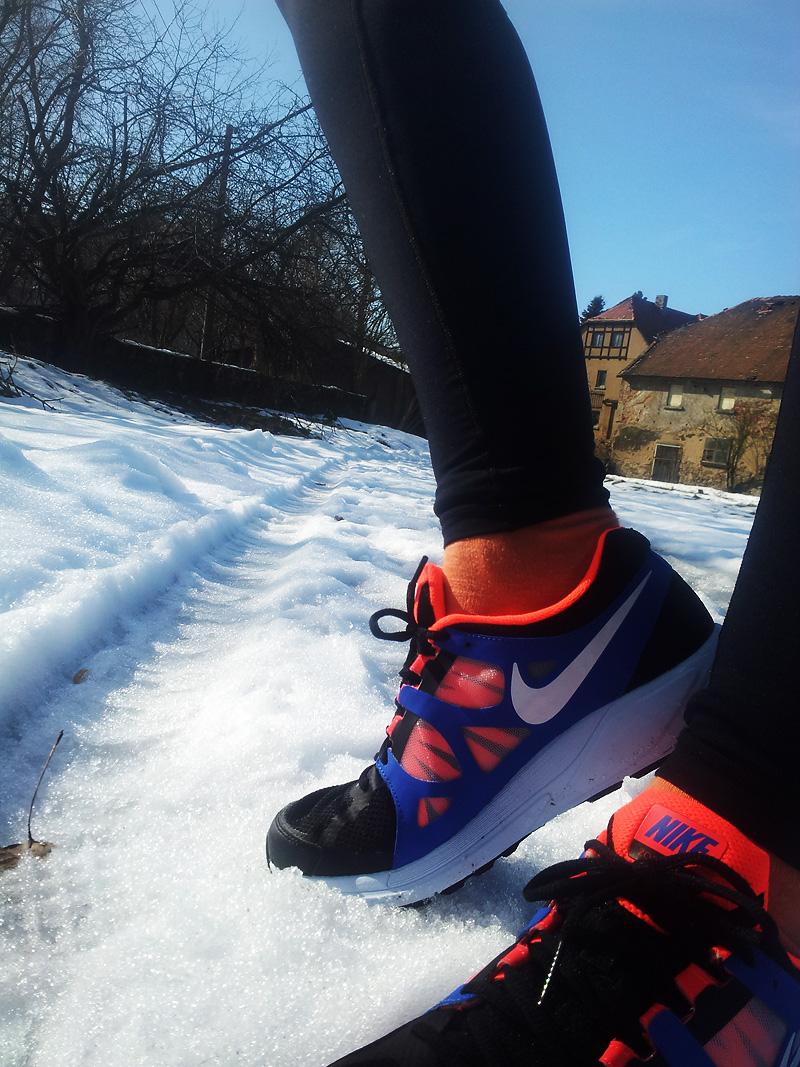 Laufschuhe von Nike blau-neonorange-schwarz-weiß